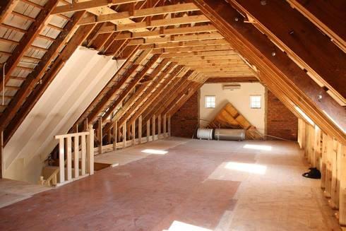 Existing loft reconfiguration: minimalistic Bedroom by Loftspace
