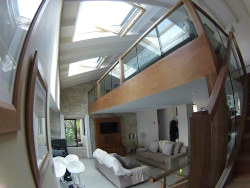 Mezzanine floor, staircase and balustrade: modern Living room by Loftspace