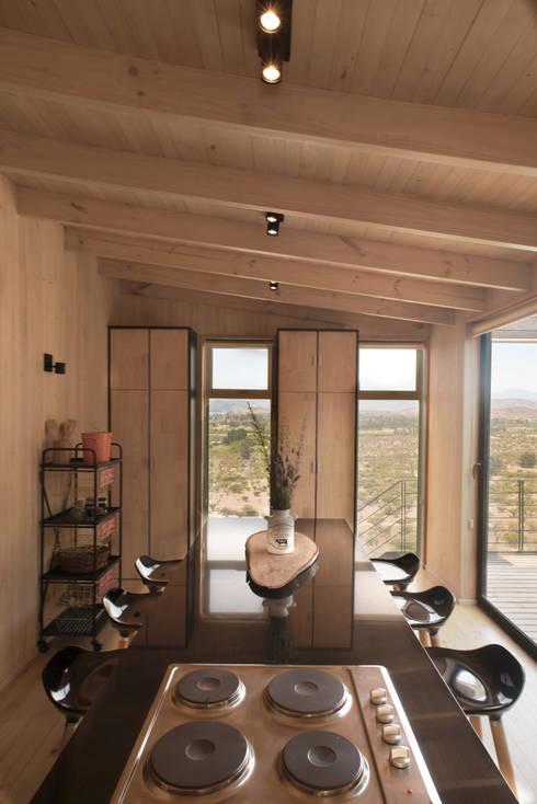 The Folding House: Cocinas de estilo  por B+V Arquitectos