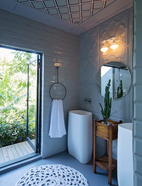 Bathroom by Etienne Hanekom Interiors