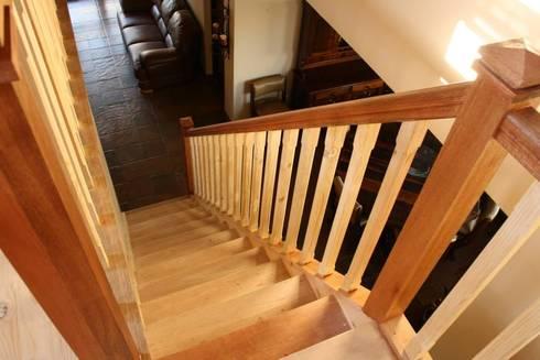 Mezzanine floor and staircase:  Corridor & hallway by Loftspace