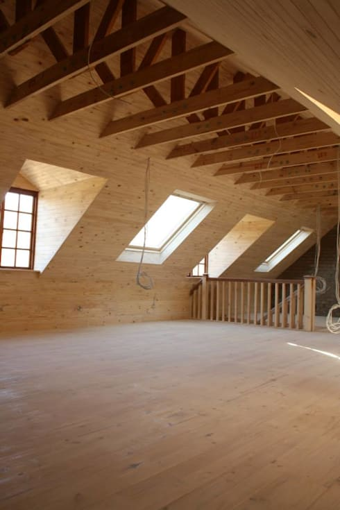 Loft room , staircase and Velux roof windows: minimalistic Living room by Loftspace