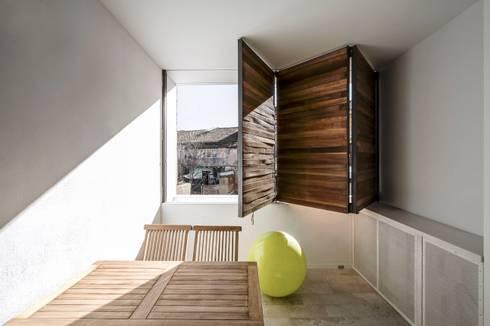 rehabilitación de vivienda en el carmen: Terrazas de estilo  de versea arquitectura