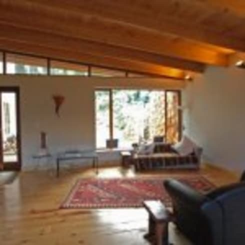 House Samner—Ivey: modern Living room by Eco Design Architects
