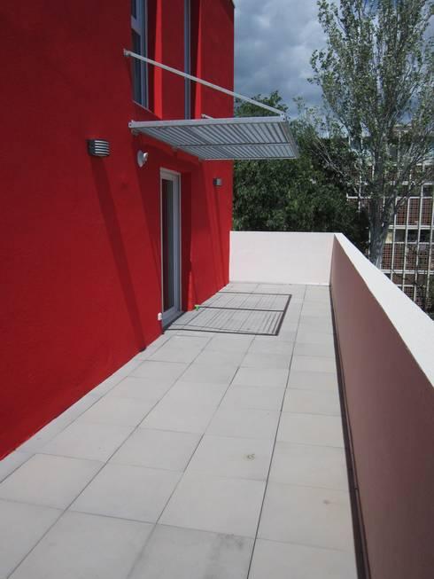 une terrasse en ville de 25 m2 par les jardins de marion homify. Black Bedroom Furniture Sets. Home Design Ideas