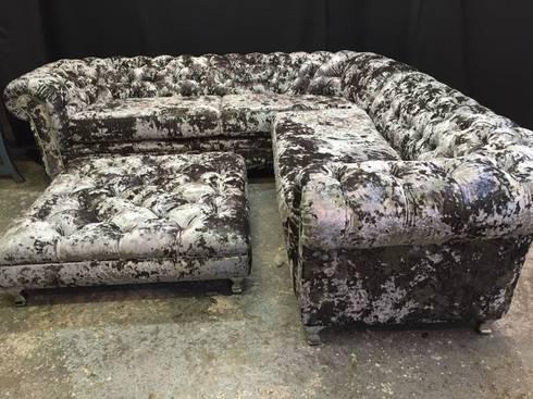 Chesterfield Corner Sofa Silver Crush Velvet: modern Living room by Sofas In Fashion