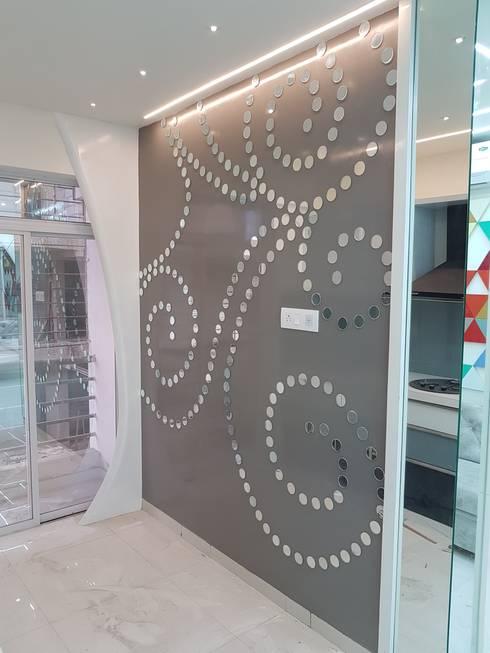 DIY Mirror Art In Living Room cum Kitchen: modern Living room by Alaya D'decor