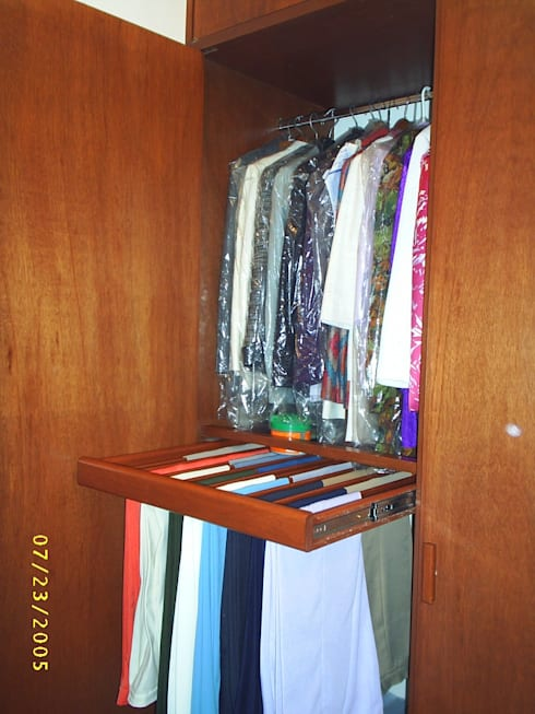 Walk in closet de estilo  por SG Huerta Arquitecto Cancun
