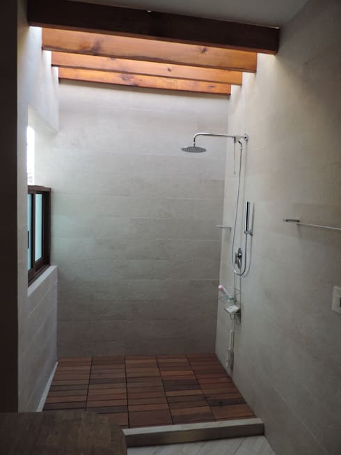 Baños: Baños de estilo  por Habitaespacio