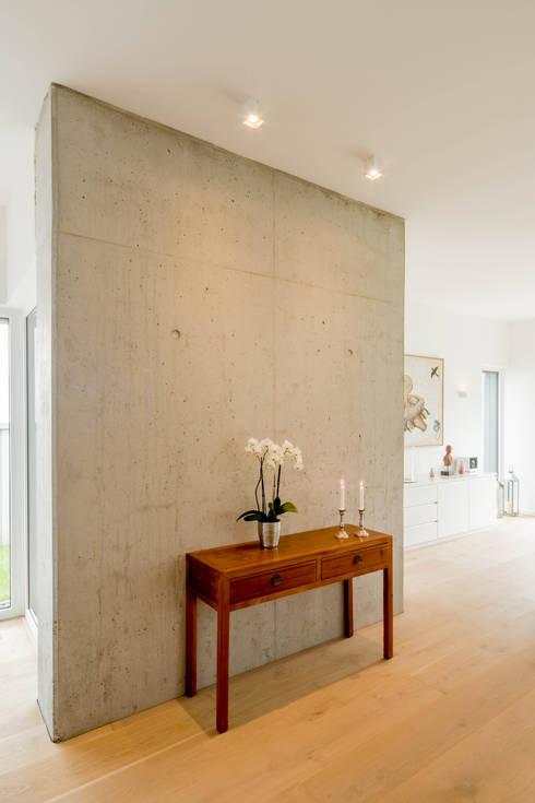 moderne Woonkamer door Ferreira | Verfürth Architekten