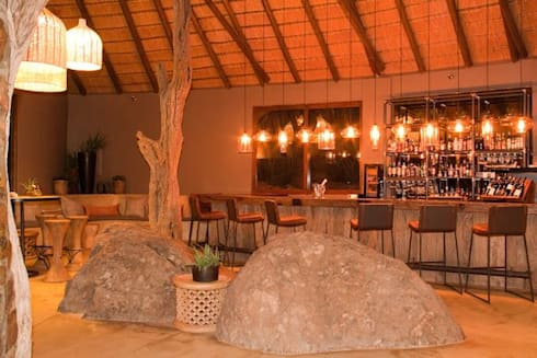 Madikwe Hills Bar :  Bars & clubs by Nowadays Interiors