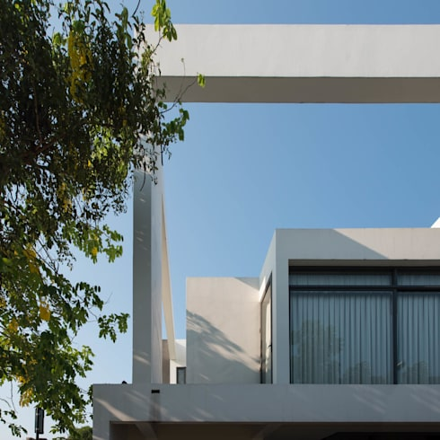 Bangna House:   by archimontage design fields sophisticated