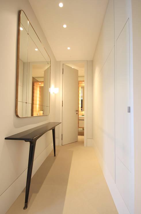 Flur: moderner Flur, Diele & Treppenhaus von nataliagerigk - interior spaces