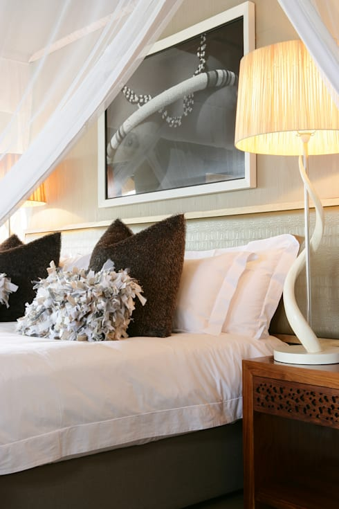 Nambiti Hills : colonial Bedroom by M&M Designs