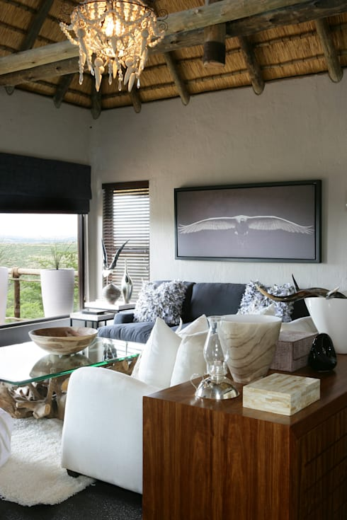 Nambiti Hills : colonial Living room by M&M Designs
