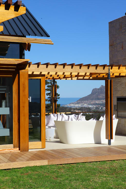 Hout Bay House : modern Houses by M&M Designs