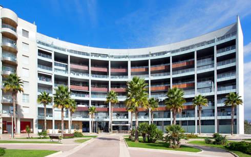 Luxury Apartment Building Marina Plaza, Portixol:  Patios & Decks by Tono Vila Architecture & Design