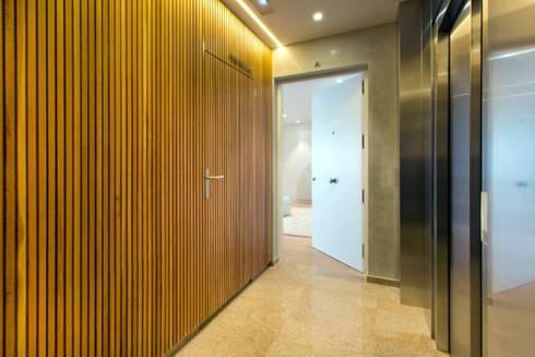 Luxury Apartment Building Marina Plaza, Portixol:  Corridor & hallway by Tono Vila Architecture & Design