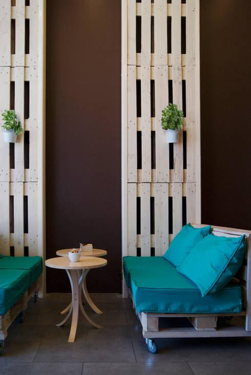 Interior 2: Espacios comerciales de estilo  por B+V Arquitectos