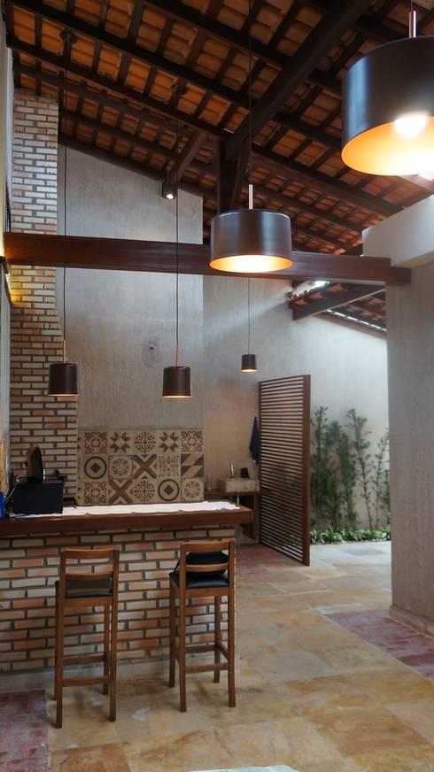 Garages de estilo  por Reinaldo Pampolha Arquitetura