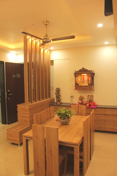 Mr. Jitendra Pathak:  Dining room by GREEN HAT STUDIO PVT LTD
