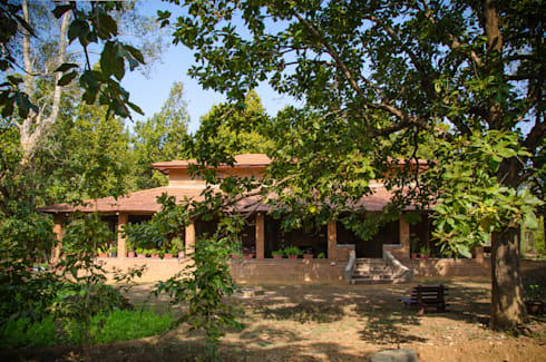 Homestay in Kanha National park, Madhya Pradesh: modern Houses by M+P