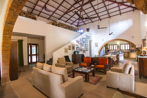 Homestay in Kanha National park, Madhya Pradesh: modern Living room by M+P
