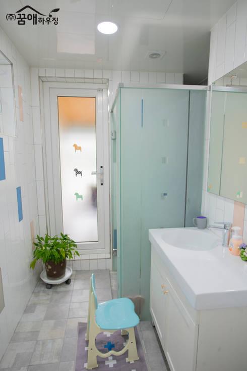 웅장함이 느껴지는 목조주택 : 꿈애하우징의  화장실