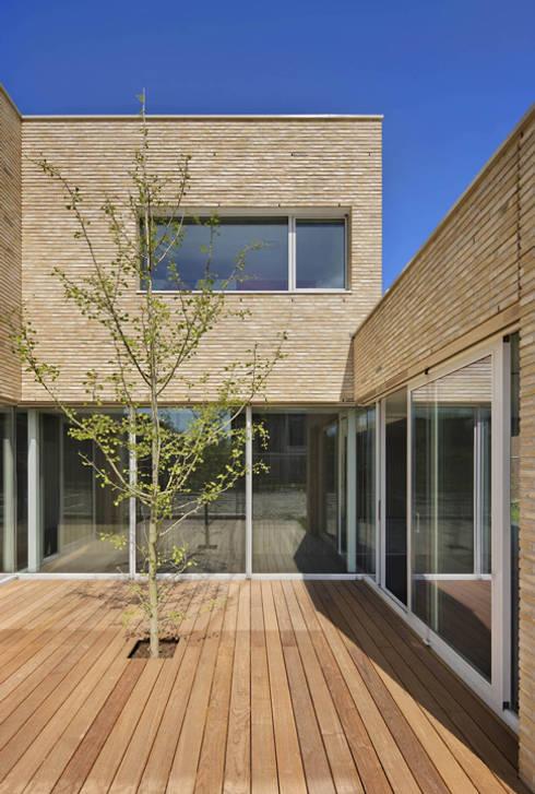 Maisons de style  par VAN ROOIJEN ARCHITECTEN
