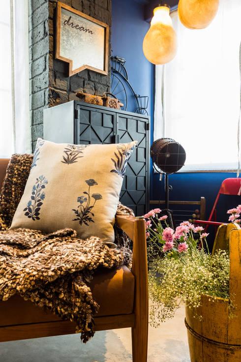 PEACOCK LIFE SHOWROOM: rustic Living room by Turiya Lifestyle LLP