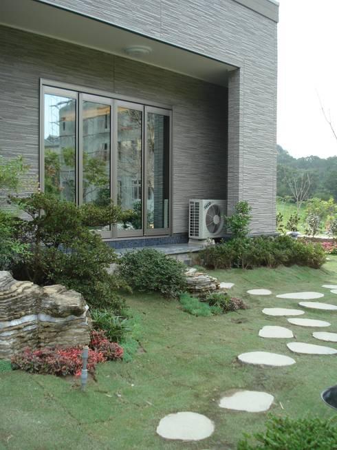 Casas de estilo minimalista por 台日國際住宅股份有限公司