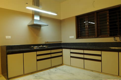 Dr. jigarbhai: modern Kitchen by Hightieds