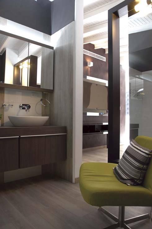 Casa 575: Baños de estilo  por Arq Renny Molina