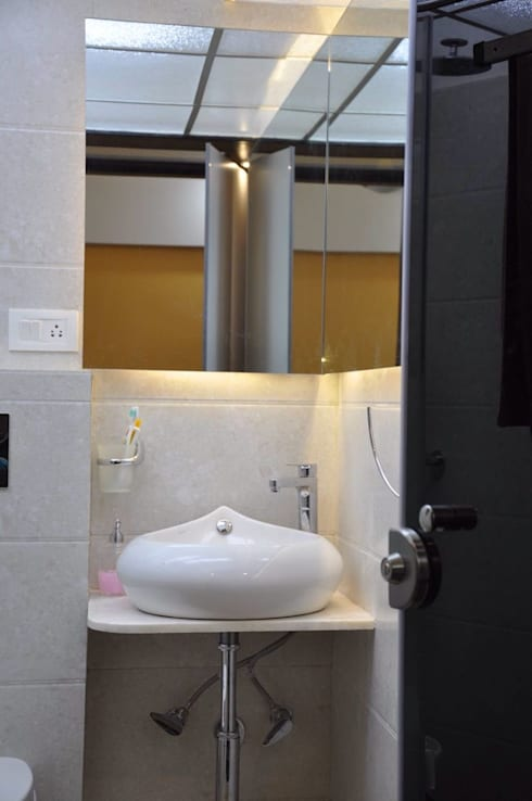 3bhk project:  Bathroom by HappyLiveIn