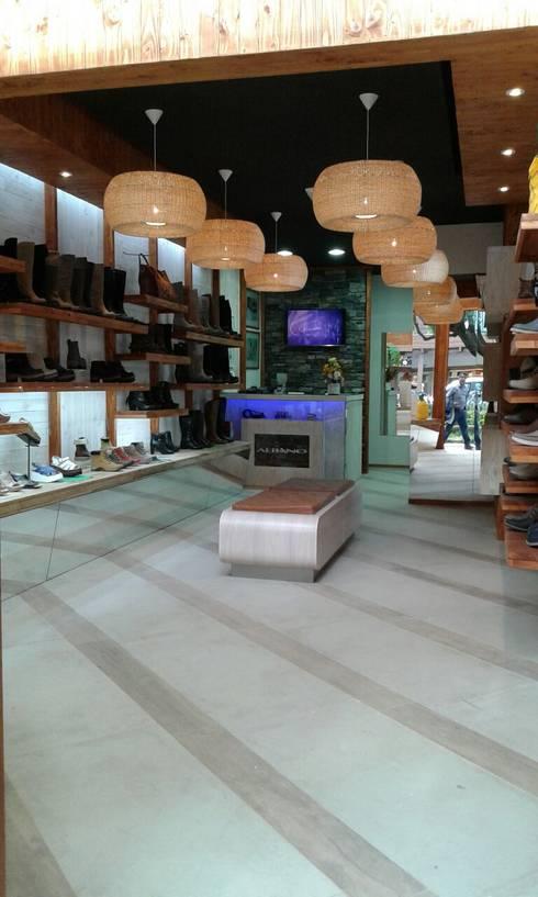 Interiorismo : Oficinas y tiendas de estilo  por Mozo Garcia Arquitectos Ltda