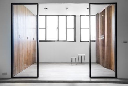 【小孩的遊戲室,是天使同在的空間】:  客廳 by 衍相室內裝修設計有限公司