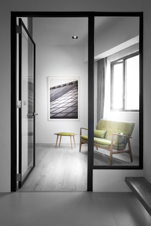 【大人的心靈沉澱場】:  客廳 by 衍相室內裝修設計有限公司