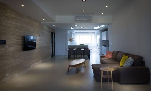 【客廳】:  客廳 by 衍相室內裝修設計有限公司