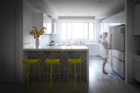 【多變的廚房,是一場美食的饗宴】:  廚房 by 衍相室內裝修設計有限公司