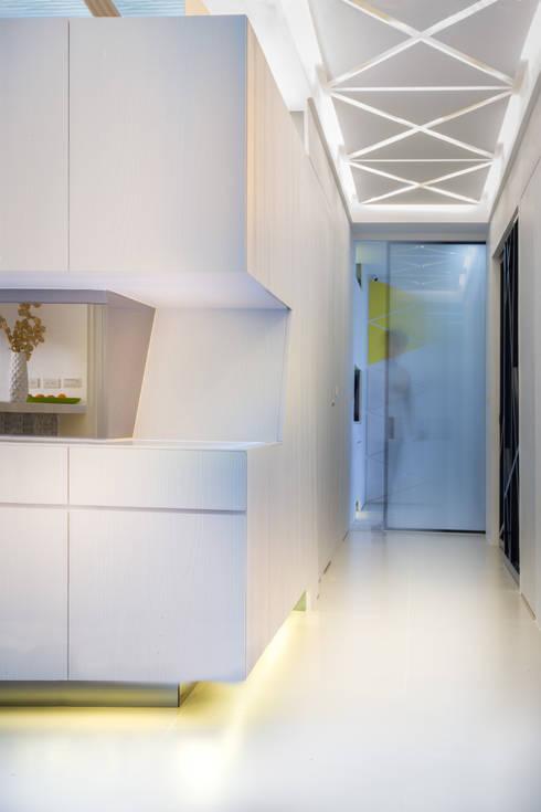 【同場加映,充滿小巧思的走道】:  室內景觀 by 衍相室內裝修設計有限公司