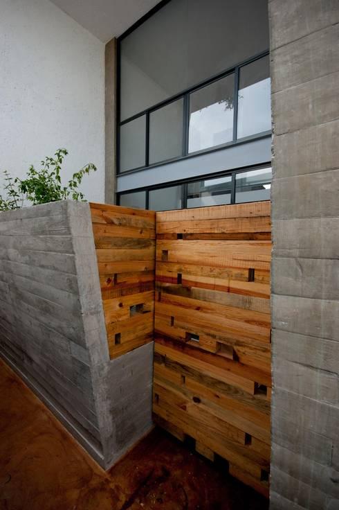 : Ventanas de estilo  por Aflo Arquitectos