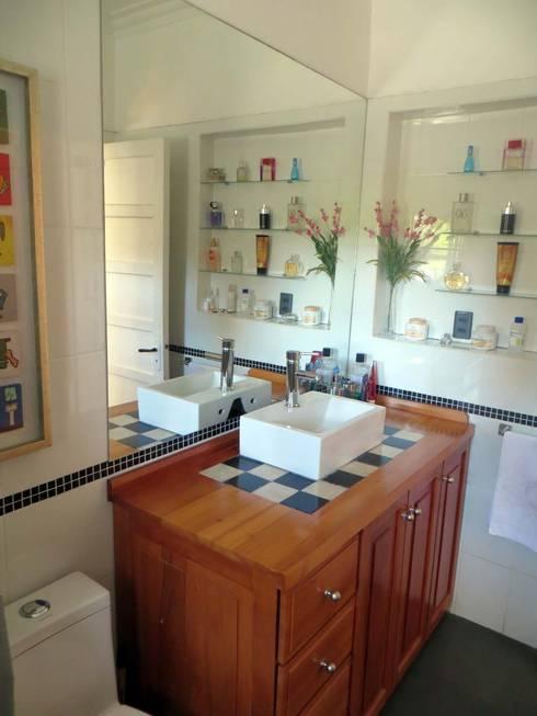 Casa MW: Baños de estilo  por Moreno Wellmann Arquitectos