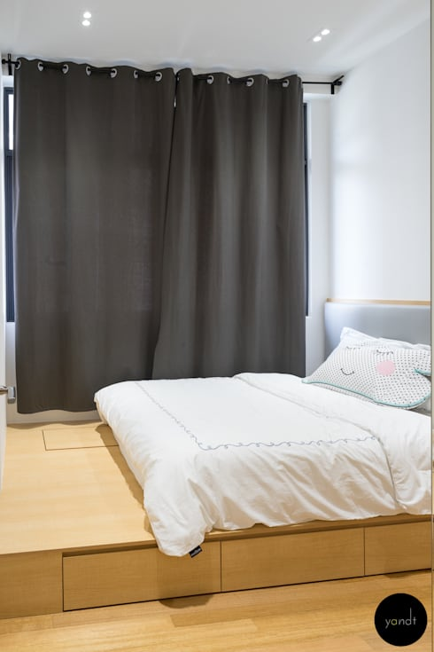 Platform bed: scandinavian Bedroom by Y&T Pte Ltd
