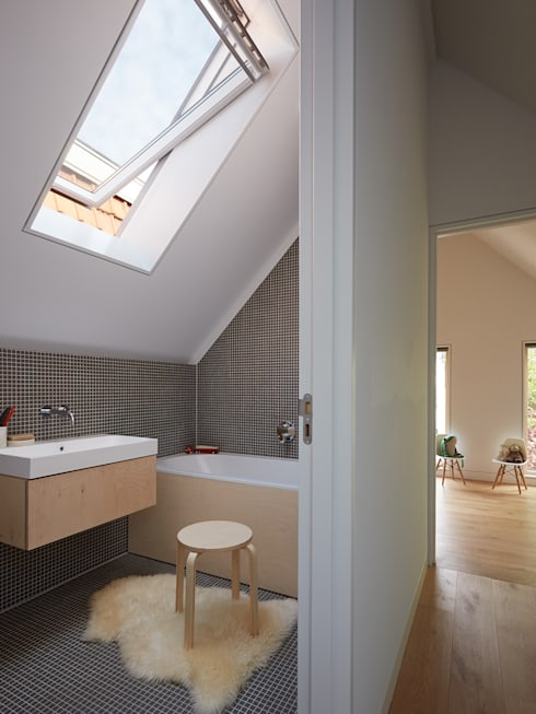 Wenslauer House:  Bathroom by 31/44 Architects
