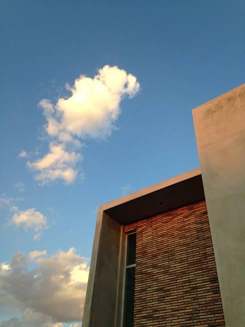 CASA VL: Casas de estilo moderno por Entorno Arquitectura