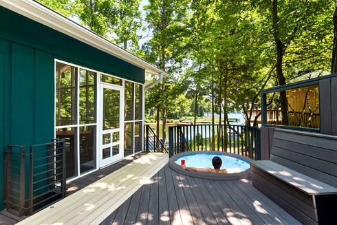 Lake House:  Patios & Decks by KUBE Architecture