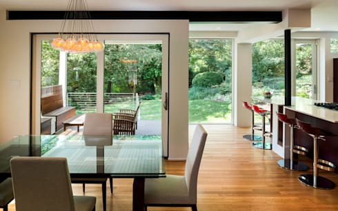 Matt 'n Ross: modern Dining room by KUBE Architecture