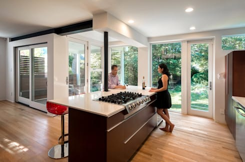 Matt 'n Ross: modern Kitchen by KUBE Architecture