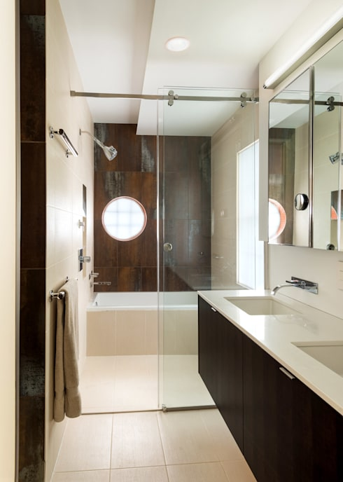 Matt 'n Ross: modern Bathroom by KUBE Architecture