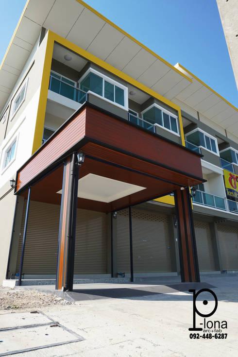 หลังคา ร้านค้า พร้อมประตูม้วนเหล็ก:  โรงรถและหลังคากันแดด by P-lona